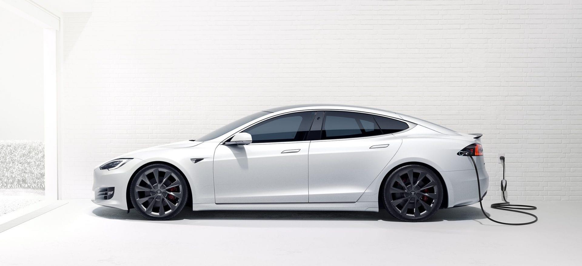 Imagem mostra carro vendido pela Tesla, de Elon Musk