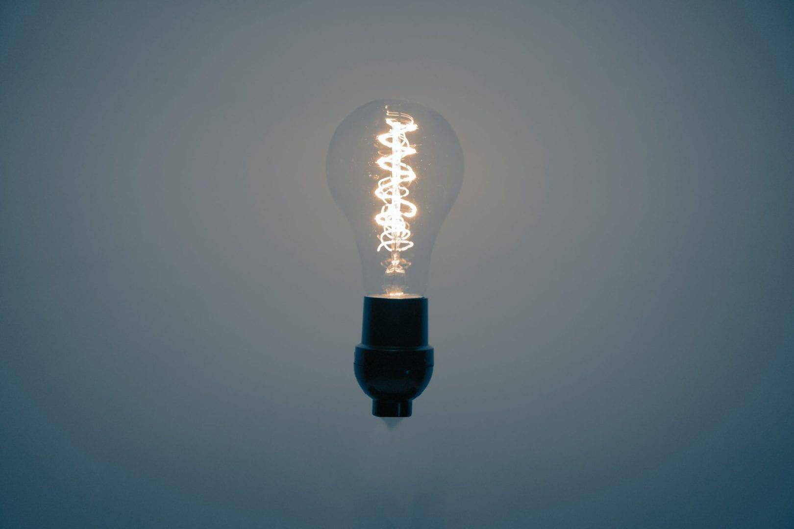 Cobrança extra na conta de luz ficará suspensa até o fim do ano