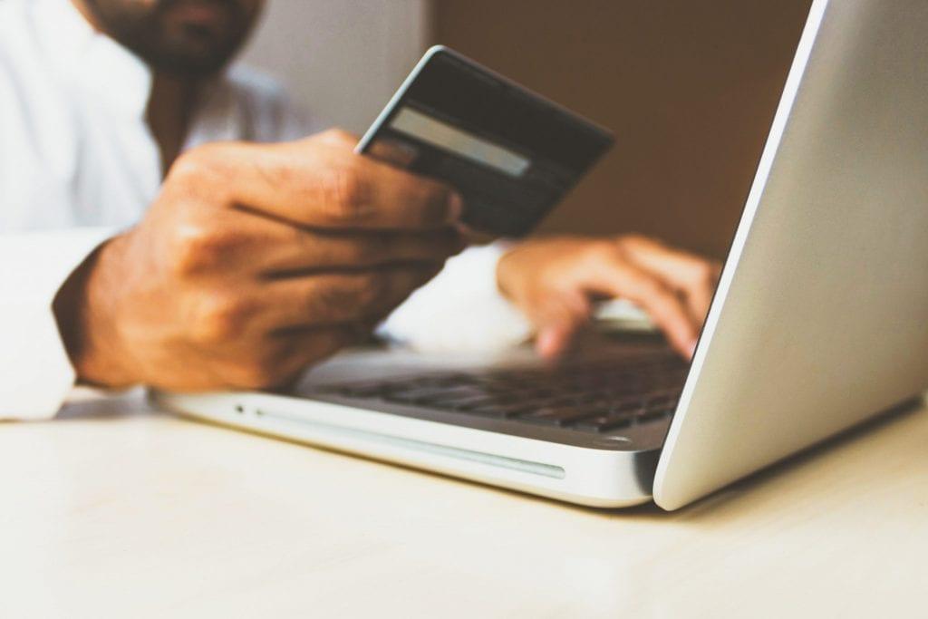É possível pagar a conta de luz com cartão de crédito