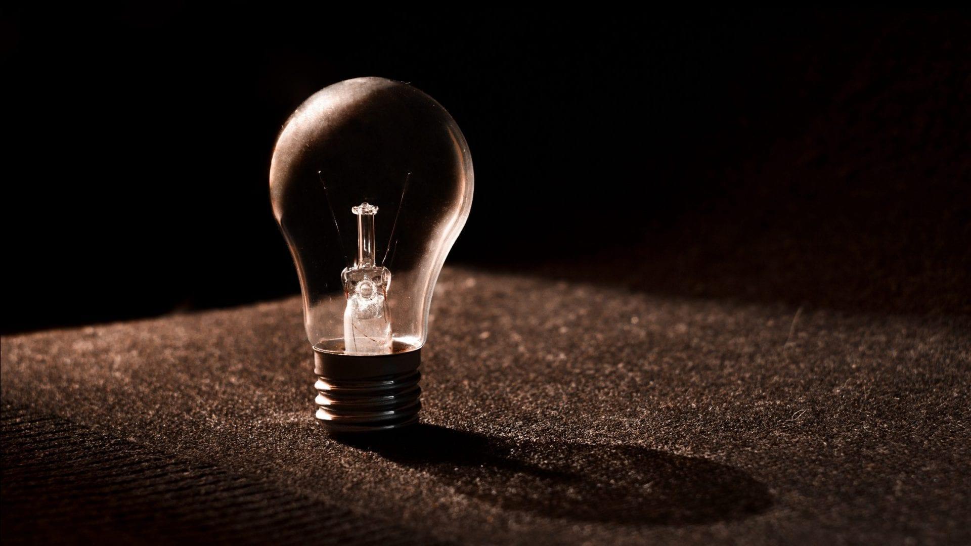 Corte de energia elétrica de inadimplentes volta a acontecer em 1 de agosto